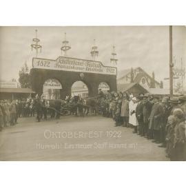 1922: Jubiläum 50 Jahre Wiesn-Märzen im Schottenhamel (c)Schottenhamel Familienfotoarchiv